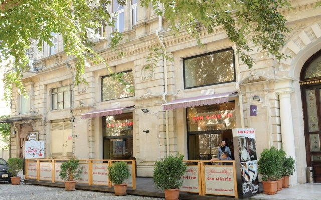 Отель Boulevard Guest House Азербайджан, Баку - 3 отзыва об отеле, цены и фото номеров - забронировать отель Boulevard Guest House онлайн вид на фасад