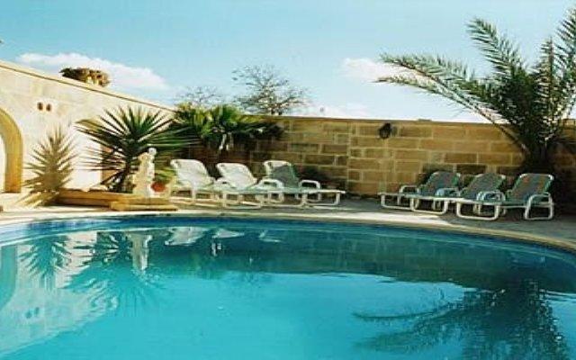 Отель Ta' Gittu Ii Farmhouse Мальта, Шевкия - отзывы, цены и фото номеров - забронировать отель Ta' Gittu Ii Farmhouse онлайн бассейн