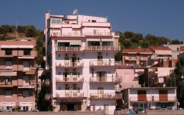 Hotel La Riva Джардини Наксос вид на фасад