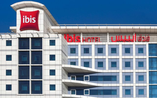 Отель ibis Al Barsha вид на фасад