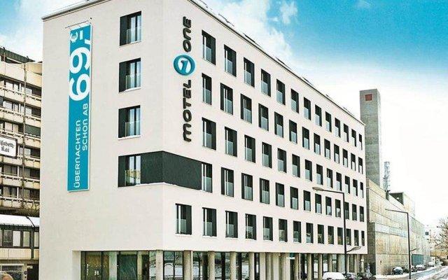 Отель Motel One Salzburg-Mirabell Австрия, Зальцбург - 1 отзыв об отеле, цены и фото номеров - забронировать отель Motel One Salzburg-Mirabell онлайн вид на фасад
