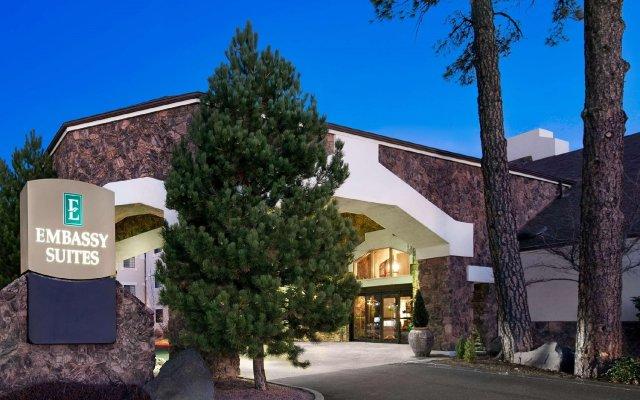 Отель Embassy Suites Flagstaff вид на фасад
