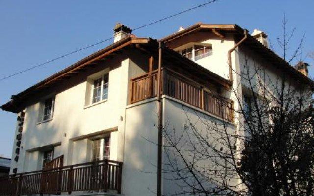 Отель Zasheva Kushta Guesthouse Банско вид на фасад