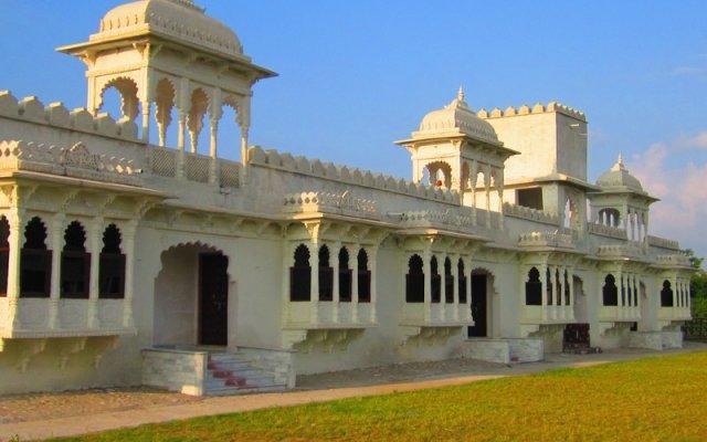 Отель Palace Anjali -The Ranch at Charbhuja вид на фасад
