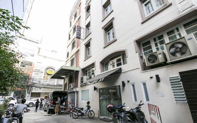 Отель 24 Inn Hotel Таиланд, Бангкок - отзывы, цены и фото номеров - забронировать отель 24 Inn Hotel онлайн вид на фасад