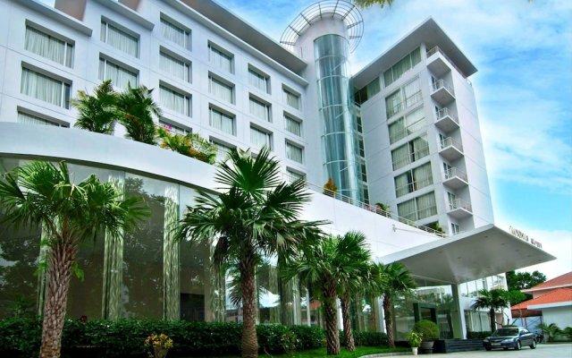 Mondial Hotel Hue вид на фасад