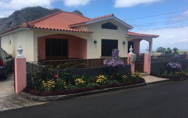 Отель Pereiras House - Mountain & Sea Машику вид на фасад