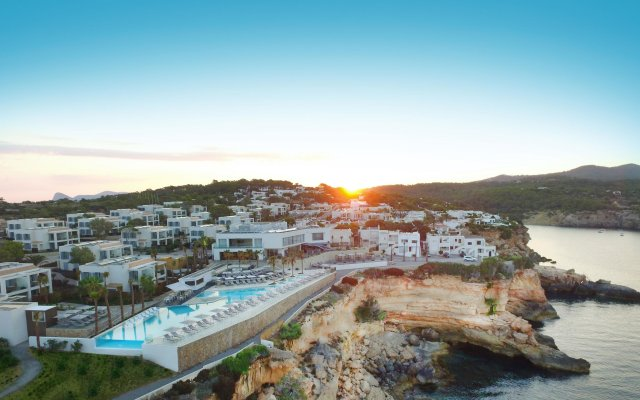 Отель 7Pines Resort Ibiza бассейн