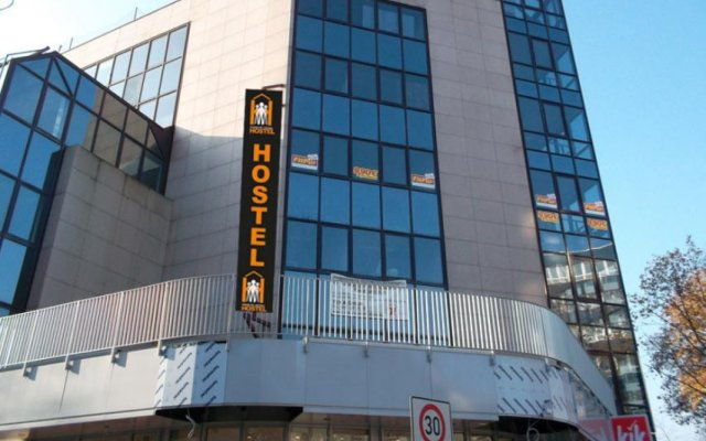 Отель Frankfurt Central Hostel Германия, Франкфурт-на-Майне - 1 отзыв об отеле, цены и фото номеров - забронировать отель Frankfurt Central Hostel онлайн вид на фасад