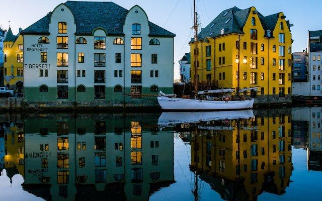 Отель Brosundet Норвегия, Олесунн - отзывы, цены и фото номеров - забронировать отель Brosundet онлайн вид на фасад