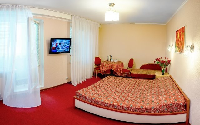Гостиница Глобус в Перми 1 отзыв об отеле, цены и фото номеров - забронировать гостиницу Глобус онлайн Пермь комната для гостей