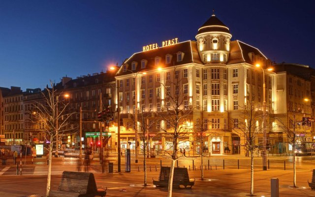 Отель Piast Польша, Вроцлав - 3 отзыва об отеле, цены и фото номеров - забронировать отель Piast онлайн вид на фасад