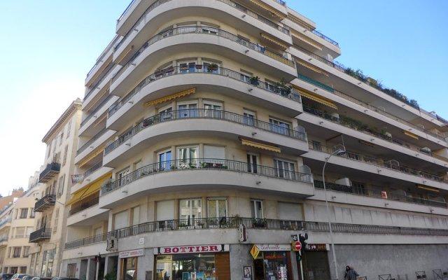 Отель Le Square вид на фасад