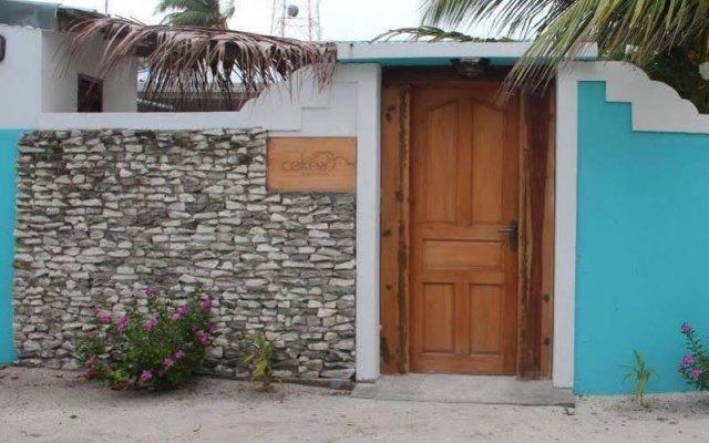 Отель Cokes Beach House Мальдивы, Северный атолл Мале - отзывы, цены и фото номеров - забронировать отель Cokes Beach House онлайн вид на фасад