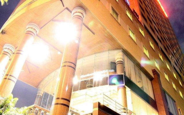 Grand Tower Inn Rama VI Hotel вид на фасад