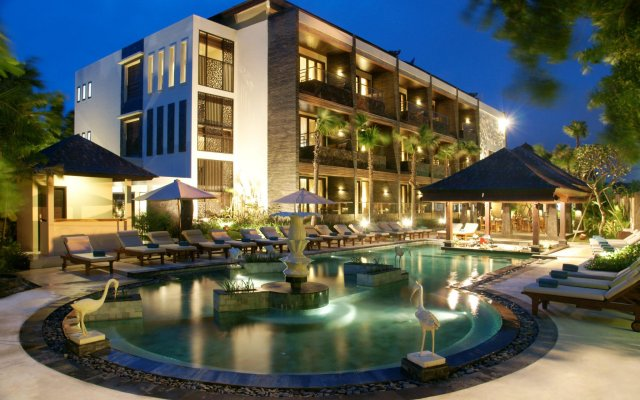 Отель The Seminyak Beach Resort & Spa вид на фасад