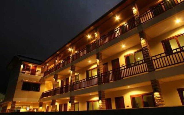 Отель Hathai House вид на фасад