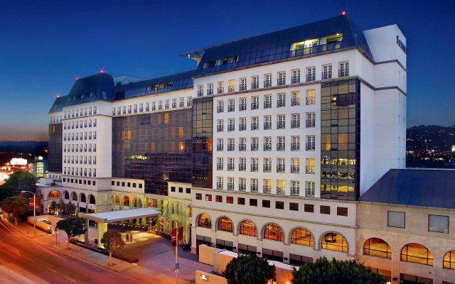 Отель Sofitel Los Angeles at Beverly Hills вид на фасад