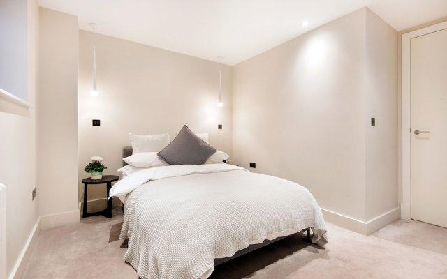 Апартаменты Homely and Chic 2 Bed Apartment Лондон комната для гостей