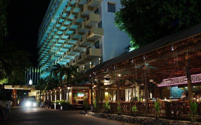 Отель Golden Beach Hotel Pattaya Таиланд, Паттайя - 9 отзывов об отеле, цены и фото номеров - забронировать отель Golden Beach Hotel Pattaya онлайн вид на фасад