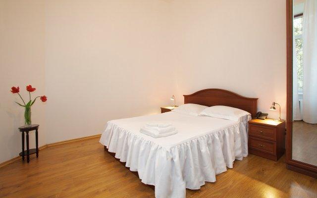 Гостиница Renaissance Suites Odessa комната для гостей