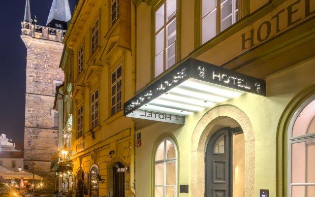Отель Bishops House Прага вид на фасад