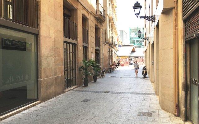 Отель La Palmera Hostal Барселона вид на фасад