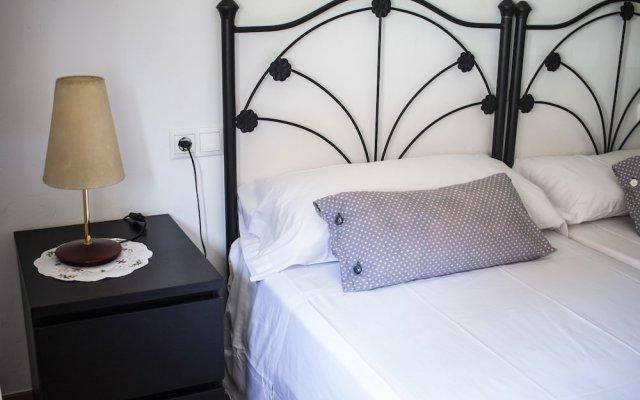 Отель HOMEnFUN Park Güell комната для гостей