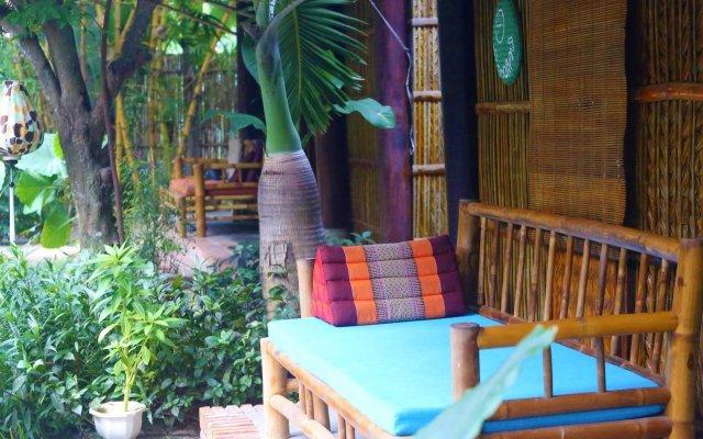 Отель Under the coconut tree вид на фасад
