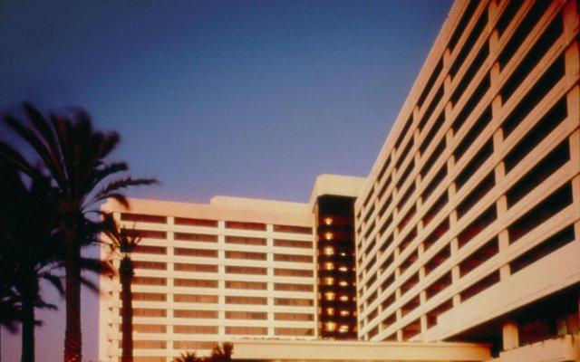 Отель The Westin Los Angeles Airport вид на фасад