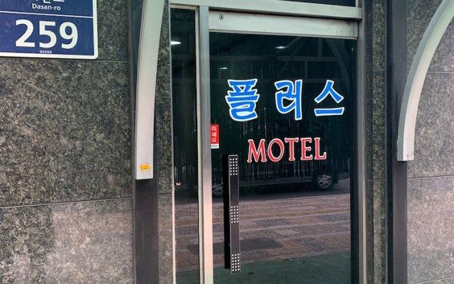 Отель Plus Motel вид на фасад