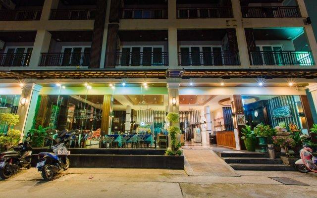 Отель Azure Bangla Phuket вид на фасад