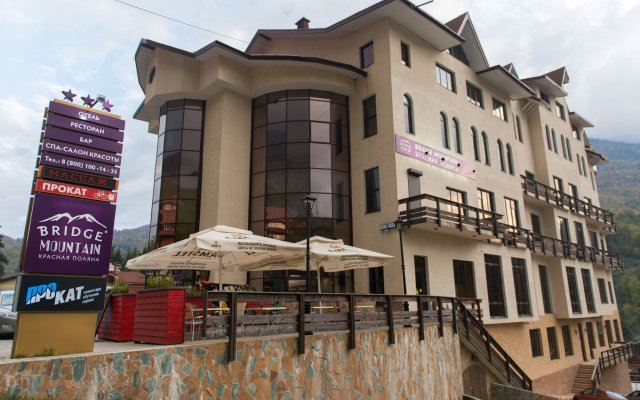 Гостиница Bridge Mountain Красная Поляна вид на фасад