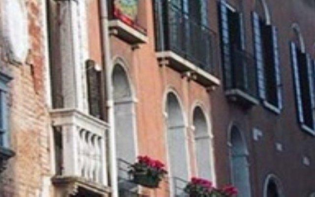 Отель Affittcamere Casa Pisani Canal Венеция вид на фасад