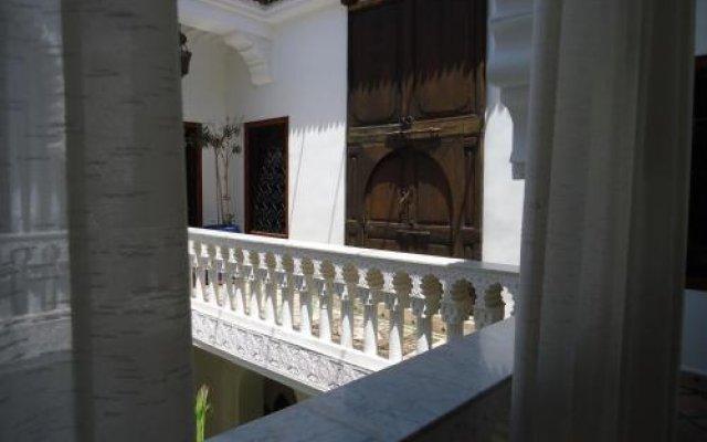 Отель Riad Tahar Oasis Марокко, Марракеш - отзывы, цены и фото номеров - забронировать отель Riad Tahar Oasis онлайн вид на фасад