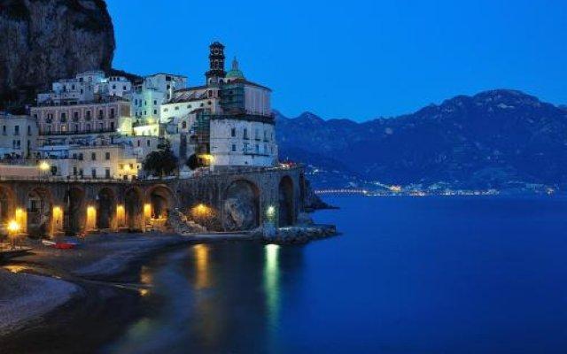Отель Eva Rooms Италия, Атрани - отзывы, цены и фото номеров - забронировать отель Eva Rooms онлайн вид на фасад