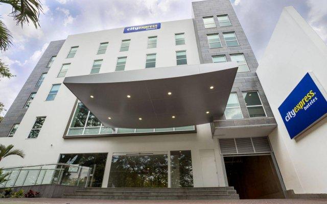 Отель City Express Plus Cali вид на фасад