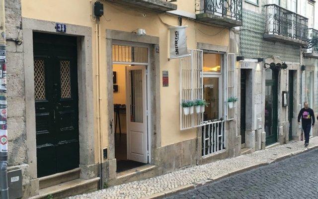 Отель Lisbon Fragrances Patchouli Flowers вид на фасад