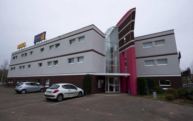 Отель Cerise Auxerre вид на фасад