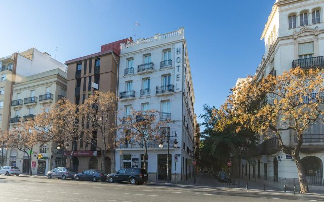 Отель HolaHotel del Carmen вид на фасад