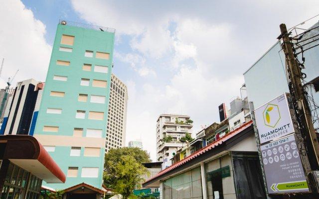 Отель Ruamchitt Travelodge Бангкок вид на фасад
