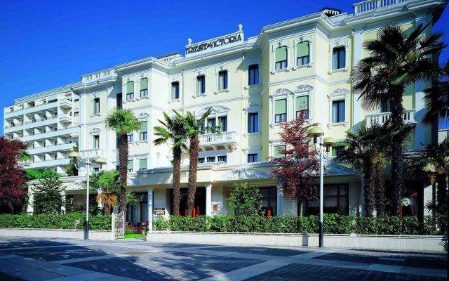 Отель Grand Hotel Trieste & Victoria Италия, Абано-Терме - 2 отзыва об отеле, цены и фото номеров - забронировать отель Grand Hotel Trieste & Victoria онлайн вид на фасад