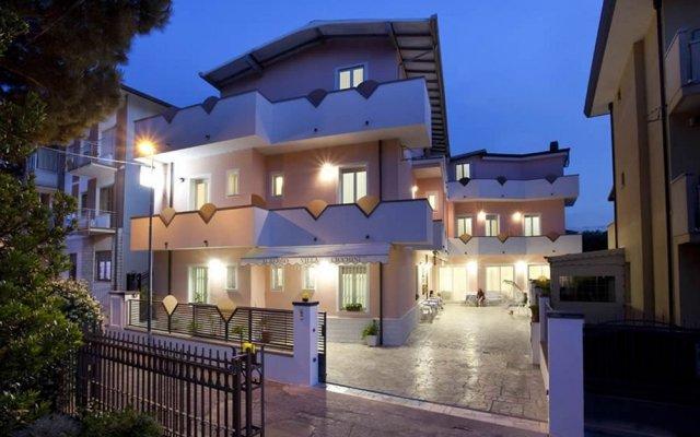 Hotel Villa Cicchini Римини вид на фасад