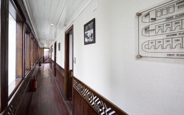 Отель Carina Cruise Halong Bay интерьер отеля
