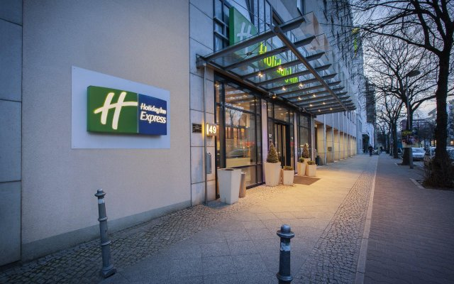 Отель Holiday Inn Express Berlin City Centre вид на фасад