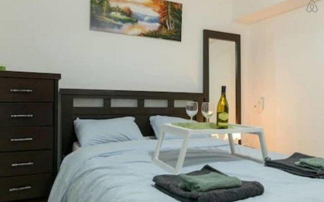 NHE Perfectly Located Apartment TLV Израиль, Тель-Авив - отзывы, цены и фото номеров - забронировать отель NHE Perfectly Located Apartment TLV онлайн комната для гостей
