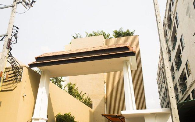 J&Y Hotel Бангкок вид на фасад