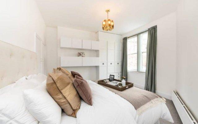Отель 3 Bedroom House in Hampstead Village Sleeps 6 комната для гостей