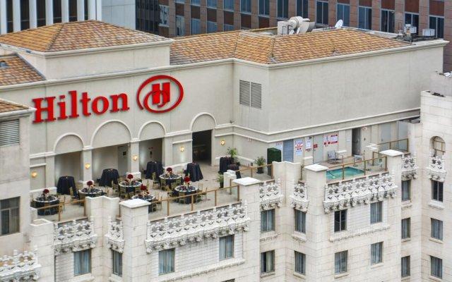 Отель Hilton Checkers США, Лос-Анджелес - 9 отзывов об отеле, цены и фото номеров - забронировать отель Hilton Checkers онлайн вид на фасад