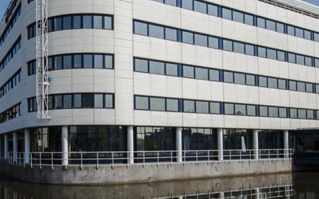 Отель Hampton by Hilton Amsterdam Airport Schiphol Нидерланды, Хофддорп - 1 отзыв об отеле, цены и фото номеров - забронировать отель Hampton by Hilton Amsterdam Airport Schiphol онлайн вид на фасад